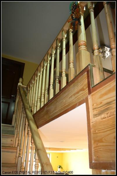 轻型木结构住宅轻质楼面系统和全木楼梯